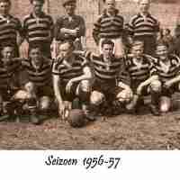 <strong>KVC De Toekomst - Uit de oude doos</strong><br>1956 ©Herzele in Beeld<br><br><a href='https://www.herzeleinbeeld.be/Foto/1053/KVC-De-Toekomst---Uit-de-oude-doos'><u>Meer info over de foto</u></a>