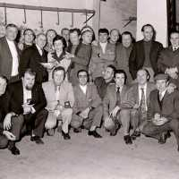 <strong>Duivenkampioenen  -  1973</strong><br>01-01-1973 ©Herzele in Beeld<br><br><a href='https://www.herzeleinbeeld.be/Foto/1185/Duivenkampioenen-----1973'><u>Meer info over de foto</u></a>