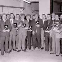 <strong>Duivenkampioenen  -  1973</strong><br>01-01-1973 ©Herzele in Beeld<br><br><a href='https://www.herzeleinbeeld.be/Foto/1186/Duivenkampioenen-----1973'><u>Meer info over de foto</u></a>