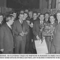 <strong>Duivenkampioenen  -  1973</strong><br> ©Herzele in Beeld<br><br><a href='https://www.herzeleinbeeld.be/Foto/1189/Duivenkampioenen-----1973'><u>Meer info over de foto</u></a>