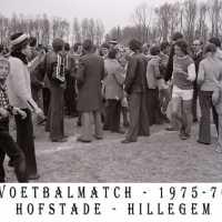 <strong>Voetbalmatch Hofstade - SC Hillegem  -  1976</strong><br> ©Herzele in Beeld<br><br><a href='https://www.herzeleinbeeld.be/Foto/1217/Voetbalmatch-Hofstade---SC-Hillegem-----1976'><u>Meer info over de foto</u></a>