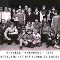 <strong>Boogschutters  -  1973 t.e.m. 1977</strong><br> ©Herzele in Beeld<br><br><a href='https://www.herzeleinbeeld.be/Foto/1282/Boogschutters-----1973-t.e.m.-1977'><u>Meer info over de foto</u></a>