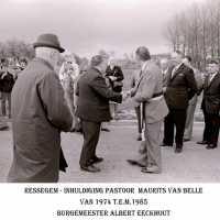 <strong>Inhuldiging pastoor Maurits Van Belle te Ressegem  -  1974</strong><br>1974 ©Herzele in Beeld<br><br><a href='https://www.herzeleinbeeld.be/Foto/1356/Inhuldiging-pastoor-Maurits-Van-Belle-te-Ressegem-----1974'><u>Meer info over de foto</u></a>