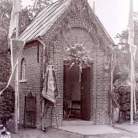 <strong>Viering 100 jaar Heilige Cornelius -   Sint Antelinks  -  1977</strong><br> ©Herzele in Beeld<br><br><a href='https://www.herzeleinbeeld.be/Foto/1359/Viering-100-jaar-Heilige-Cornelius-----Sint-Antelinks-----1977'><u>Meer info over de foto</u></a>