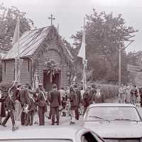 <strong>Viering 100 jaar Heilige Cornelius -   Sint Antelinks  -  1977</strong><br> ©Herzele in Beeld<br><br><a href='https://www.herzeleinbeeld.be/Foto/1361/Viering-100-jaar-Heilige-Cornelius-----Sint-Antelinks-----1977'><u>Meer info over de foto</u></a>