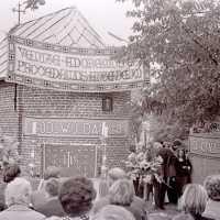 <strong>Viering 100 jaar Heilige Cornelius -   Sint Antelinks  -  1977</strong><br> ©Herzele in Beeld<br><br><a href='https://www.herzeleinbeeld.be/Foto/1366/Viering-100-jaar-Heilige-Cornelius-----Sint-Antelinks-----1977'><u>Meer info over de foto</u></a>