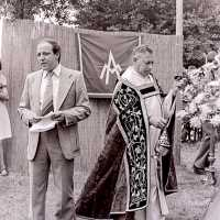<strong>Viering 100 jaar Heilige Cornelius -   Sint Antelinks  -  1977</strong><br> ©Herzele in Beeld<br><br><a href='https://www.herzeleinbeeld.be/Foto/1368/Viering-100-jaar-Heilige-Cornelius-----Sint-Antelinks-----1977'><u>Meer info over de foto</u></a>