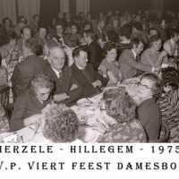 <strong>CVP Feest damesbond  -  1975</strong><br> ©Herzele in Beeld<br><br><a href='https://www.herzeleinbeeld.be/Foto/1372/CVP-Feest-damesbond-----1975'><u>Meer info over de foto</u></a>