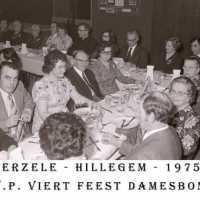 <strong>CVP Feest damesbond  -  1975</strong><br> ©Herzele in Beeld<br><br><a href='https://www.herzeleinbeeld.be/Foto/1374/CVP-Feest-damesbond-----1975'><u>Meer info over de foto</u></a>