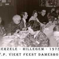 <strong>CVP Feest damesbond  -  1975</strong><br> ©Herzele in Beeld<br><br><a href='https://www.herzeleinbeeld.be/Foto/1378/CVP-Feest-damesbond-----1975'><u>Meer info over de foto</u></a>