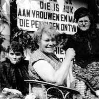 <strong>Inhuldiging Burgemeester Maurits De Buysscher  -  1959</strong><br> ©Herzele in Beeld<br><br><a href='https://www.herzeleinbeeld.be/Foto/1394/Inhuldiging-Burgemeester-Maurits-De-Buysscher-----1959'><u>Meer info over de foto</u></a>