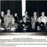 <strong>Politiek Herzele </strong><br>1977 ©Herzele in Beeld<br><br><a href='https://www.herzeleinbeeld.be/Foto/1412/Politiek-Herzele-'><u>Meer info over de foto</u></a>