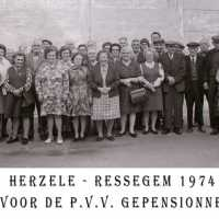 <strong>PVV Algemeen  -  1976</strong><br> ©Herzele in Beeld<br><br><a href='https://www.herzeleinbeeld.be/Foto/1426/PVV-Algemeen-----1976'><u>Meer info over de foto</u></a>