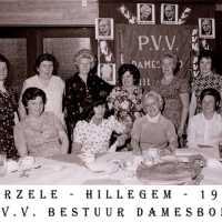 <strong>PVV Algemeen  -  1976</strong><br> ©Herzele in Beeld<br><br><a href='https://www.herzeleinbeeld.be/Foto/1441/PVV-Algemeen-----1976'><u>Meer info over de foto</u></a>