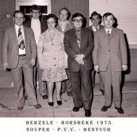 <strong>PVV Algemeen  -  1976</strong><br> ©Herzele in Beeld<br><br><a href='https://www.herzeleinbeeld.be/Foto/1444/PVV-Algemeen-----1976'><u>Meer info over de foto</u></a>
