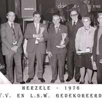 <strong>PVV Algemeen  -  1976</strong><br> ©Herzele in Beeld<br><br><a href='https://www.herzeleinbeeld.be/Foto/1447/PVV-Algemeen-----1976'><u>Meer info over de foto</u></a>