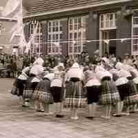 <strong>Klasfoto's Sint-Lutgardisinstituut</strong><br>01-01-1960 - 01-01-1970 ©Herzele in Beeld<br><br><a href='https://www.herzeleinbeeld.be/Foto/147/Klasfotos-Sint-Lutgardisinstituut'><u>Meer info over de foto</u></a>