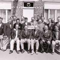 <strong>Ronde Van Vlaanderen op Solleveld  -  1973/75/76/77/78</strong><br>01-01-1973 ©Herzele in Beeld<br><br><a href='https://www.herzeleinbeeld.be/Foto/1645/Ronde-Van-Vlaanderen-op-Solleveld-----1973/75/76/77/78'><u>Meer info over de foto</u></a>