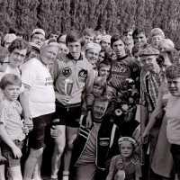 <strong>Wielrennen te Borsbeke  -  1977</strong><br>01-01-1977 ©Herzele in Beeld<br><br><a href='https://www.herzeleinbeeld.be/Foto/1698/Wielrennen-te-Borsbeke-----1977'><u>Meer info over de foto</u></a>