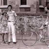 <strong>Wielrennen te Borsbeke  -  1977</strong><br> ©Herzele in Beeld<br><br><a href='https://www.herzeleinbeeld.be/Foto/1700/Wielrennen-te-Borsbeke-----1977'><u>Meer info over de foto</u></a>
