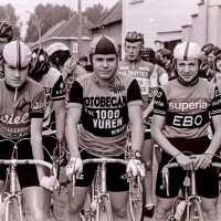 <strong>Wielrennen te Borsbeke  -  1977</strong><br>01-01-1977 ©Herzele in Beeld<br><br><a href='https://www.herzeleinbeeld.be/Foto/1712/Wielrennen-te-Borsbeke-----1977'><u>Meer info over de foto</u></a>