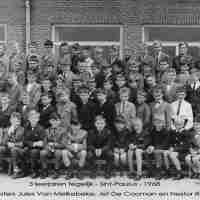 <strong>3 leerjaren van het Sint-Paulusinstituut in 1968</strong><br>1968 ©Herzele in Beeld<br><br><a href='https://www.herzeleinbeeld.be/Foto/175/3-leerjaren-van-het-Sint-Paulusinstituut-in-1968'><u>Meer info over de foto</u></a>