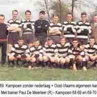 <strong>Klasfoto's Herzele - Meester Jules Van Melckebeke</strong><br>01-01-1960 ©Herzele in Beeld<br><br><a href='https://www.herzeleinbeeld.be/Foto/176/Klasfotos-Herzele---Meester-Jules-Van-Melckebeke'><u>Meer info over de foto</u></a>