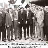 <strong>Klasfoto's Herzele - Meester Jules Van Melkebeke</strong><br>01-01-1960 ©Herzele in Beeld<br><br><a href='https://www.herzeleinbeeld.be/Foto/179/Klasfotos-Herzele---Meester-Jules-Van-Melkebeke'><u>Meer info over de foto</u></a>