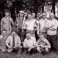 <strong>Boogschutters (deel 2)   -  1974 t.e.m. 1977</strong><br> ©Herzele in Beeld<br><br><a href='https://www.herzeleinbeeld.be/Foto/1848/Boogschutters-(deel-2)------1974-t.e.m.-1977'><u>Meer info over de foto</u></a>