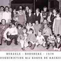 <strong>Boogschutters (deel 2)   -  1974 t.e.m. 1977</strong><br>1976 ©Herzele in Beeld<br><br><a href='https://www.herzeleinbeeld.be/Foto/1865/Boogschutters-(deel-2)------1974-t.e.m.-1977'><u>Meer info over de foto</u></a>