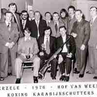 <strong>Boogschutters (deel 2)   -  1974 t.e.m. 1977</strong><br>1976 ©Herzele in Beeld<br><br><a href='https://www.herzeleinbeeld.be/Foto/1869/Boogschutters-(deel-2)------1974-t.e.m.-1977'><u>Meer info over de foto</u></a>