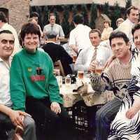 <strong>Mergelfeesten met Johny Voners & Janine Bischops</strong><br>1981 ©<br><br><a href='https://www.herzeleinbeeld.be/Foto/1881/Mergelfeesten-met-Johny-Voners-&-Janine-Bischops'><u>Meer info over de foto</u></a>