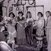 """<strong>Oogstfeesten """"Hof ter Goten""""  -  1977</strong><br> ©Herzele in Beeld<br><br><a href='https://www.herzeleinbeeld.be/Foto/1887/Oogstfeesten-Hof-ter-Goten-----1977'><u>Meer info over de foto</u></a>"""