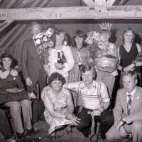 """<strong>Oogstfeesten """"Hof ter Goten""""  -  1977</strong><br> ©Herzele in Beeld<br><br><a href='https://www.herzeleinbeeld.be/Foto/1890/Oogstfeesten-Hof-ter-Goten-----1977'><u>Meer info over de foto</u></a>"""