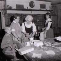 """<strong>Oogstfeesten """"Hof ter Goten""""  -  1977</strong><br>01-08-1977 ©Herzele in Beeld<br><br><a href='https://www.herzeleinbeeld.be/Foto/1893/Oogstfeesten-Hof-ter-Goten-----1977'><u>Meer info over de foto</u></a>"""