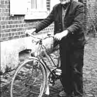 <strong>Gustaaf Vyverman</strong><br>1982 ©VTB Fotoclub<br><br><a href='https://www.herzeleinbeeld.be/Foto/191/Gustaaf-Vyverman'><u>Meer info over de foto</u></a>