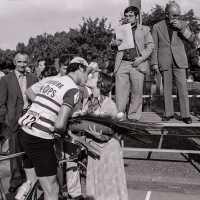 <strong>Wielerwedstrijd Steenhuize - 1979</strong><br>1979 ©Herzele in Beeld<br><br><a href='https://www.herzeleinbeeld.be/Foto/1910/Wielerwedstrijd-Steenhuize---1979'><u>Meer info over de foto</u></a>