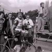 <strong>Wielerwedstrijd Steenhuize - 1979</strong><br>1979 ©Herzele in Beeld<br><br><a href='https://www.herzeleinbeeld.be/Foto/1911/Wielerwedstrijd-Steenhuize---1979'><u>Meer info over de foto</u></a>