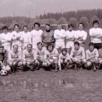 <strong>Veteranen Sint-Antelinks - Garcons Witte Hoeve  -  1979</strong><br>1979 ©Herzele in Beeld<br><br><a href='https://www.herzeleinbeeld.be/Foto/1919/Veteranen-Sint-Antelinks---Garcons-Witte-Hoeve-----1979'><u>Meer info over de foto</u></a>