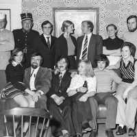 <strong>Toneelgroep Ressegem  -  1974</strong><br>1974 ©Herzele in Beeld<br><br><a href='https://www.herzeleinbeeld.be/Foto/1957/Toneelgroep-Ressegem-----1974'><u>Meer info over de foto</u></a>