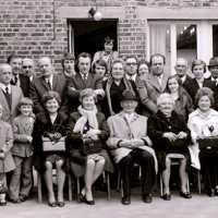 <strong>Gouden bruiloften  -  1975 + 76</strong><br>01-01-1975 ©Herzele in Beeld<br><br><a href='https://www.herzeleinbeeld.be/Foto/2005/Gouden-bruiloften-----1975-+-76'><u>Meer info over de foto</u></a>