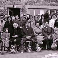 <strong>Gouden bruiloften  -  1975 + 76</strong><br>01-01-1975 ©Herzele in Beeld<br><br><a href='https://www.herzeleinbeeld.be/Foto/2006/Gouden-bruiloften-----1975-+-76'><u>Meer info over de foto</u></a>