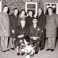 <strong>Gouden bruiloften  -  1975 + 76</strong><br>1975 ©Herzele in Beeld<br><br><a href='https://www.herzeleinbeeld.be/Foto/2011/Gouden-bruiloften-----1975-+-76'><u>Meer info over de foto</u></a>