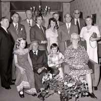 <strong>Gouden bruiloften  -  1975 + 76</strong><br>01-01-1975 ©Herzele in Beeld<br><br><a href='https://www.herzeleinbeeld.be/Foto/2014/Gouden-bruiloften-----1975-+-76'><u>Meer info over de foto</u></a>