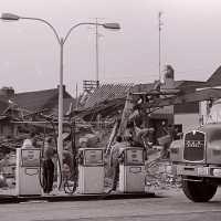<strong>Ontploffing bij busbedrijf Van Den Bossche</strong><br>1976 ©Herzele in Beeld<br><br><a href='https://www.herzeleinbeeld.be/Foto/2022/Ontploffing-bij-busbedrijf-Van-Den-Bossche'><u>Meer info over de foto</u></a>