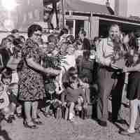 <strong>Gemeenteschool Hillegem - Sinterklaasfeest + busuitstap  -  1976</strong><br> ©Herzele in Beeld<br><br><a href='https://www.herzeleinbeeld.be/Foto/2037/Gemeenteschool-Hillegem---Sinterklaasfeest-+-busuitstap-----1976'><u>Meer info over de foto</u></a>