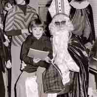 <strong>Gemeenteschool Hillegem - Sinterklaasfeest + busuitstap  -  1976</strong><br> ©Herzele in Beeld<br><br><a href='https://www.herzeleinbeeld.be/Foto/2048/Gemeenteschool-Hillegem---Sinterklaasfeest-+-busuitstap-----1976'><u>Meer info over de foto</u></a>