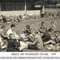 <strong>O-L-V- van Deinsbeke - Aan Patronaat  -  1960</strong><br>1960 ©Herzele in Beeld<br><br><a href='https://www.herzeleinbeeld.be/Foto/2056/O-L-V--van-Deinsbeke---Aan-Patronaat-----1960'><u>Meer info over de foto</u></a>