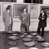 <strong>Kunstschilder Georges Muys - Tentoonstellingen  1973 & 1975</strong><br>01-01-1975 ©Herzele in Beeld<br><br><a href='https://www.herzeleinbeeld.be/Foto/2069/Kunstschilder-Georges-Muys---Tentoonstellingen--1973-&-1975'><u>Meer info over de foto</u></a>