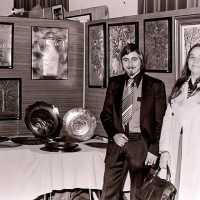 <strong>Allerlei kunstschilders-artiesten  -  1975</strong><br>1976 ©Herzele in Beeld<br><br><a href='https://www.herzeleinbeeld.be/Foto/2106/Allerlei-kunstschilders-artiesten-----1975'><u>Meer info over de foto</u></a>